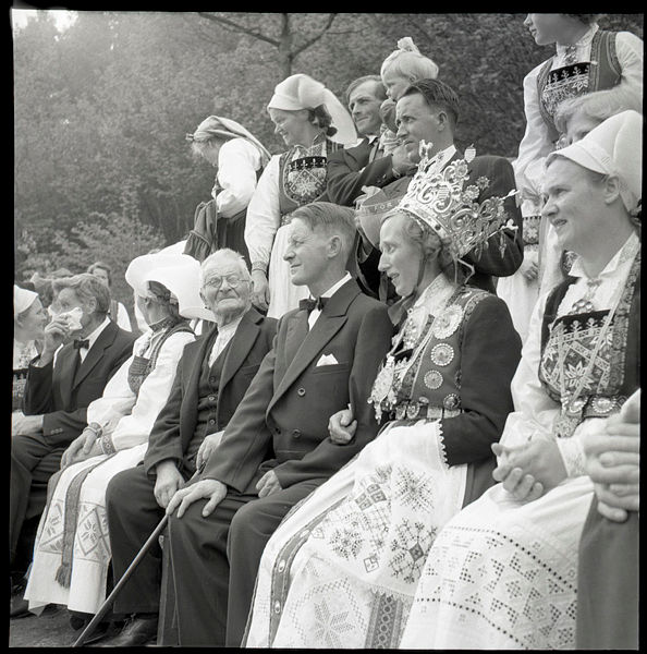 Black and white photo of traditional norwegian bunad